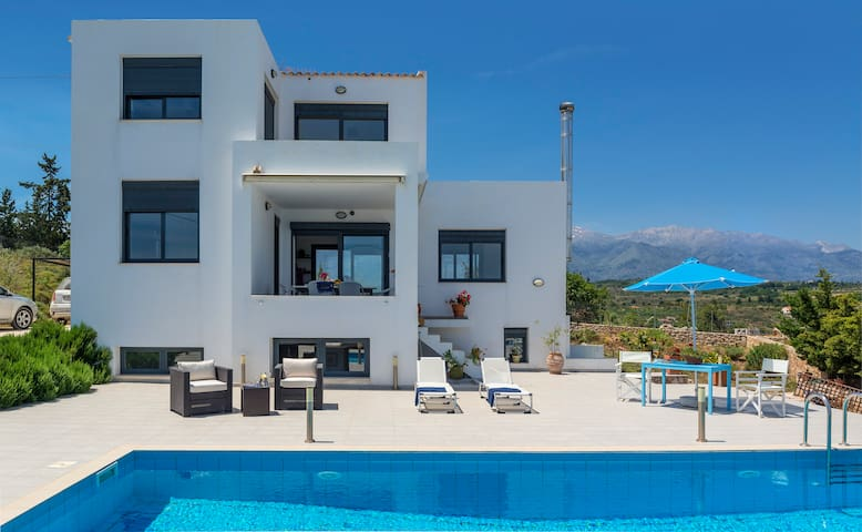 VILLA WITH POOL FOR UP TO 8 PERSONS - Vamos - Villa