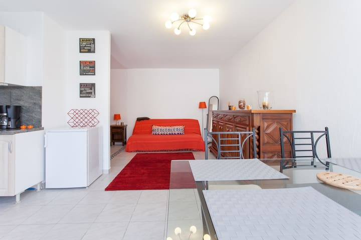 Studio - 160 x 200 double bed - with A/C in 40 sqm space