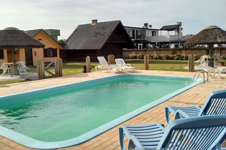 Chalé Villa Chá 6, beira-mar, completo, piscina