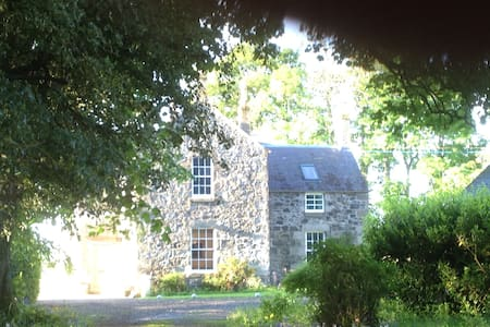 Comfortable Farmhouse near Perth - Perth - Bed & Breakfast