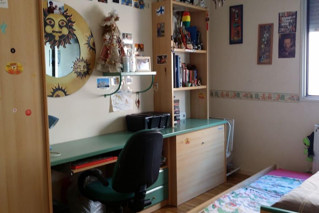 Habitaci n acogedora c moda y c ntrica alojamiento - Comoda para habitacion ...