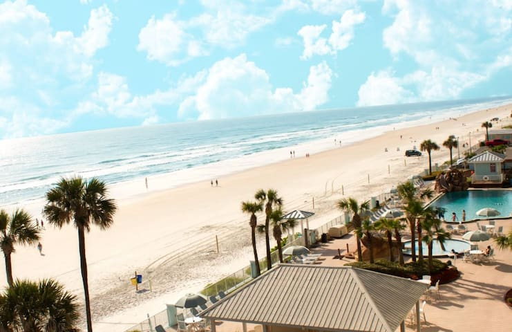 Beachfront vacation in Daytona Beach!