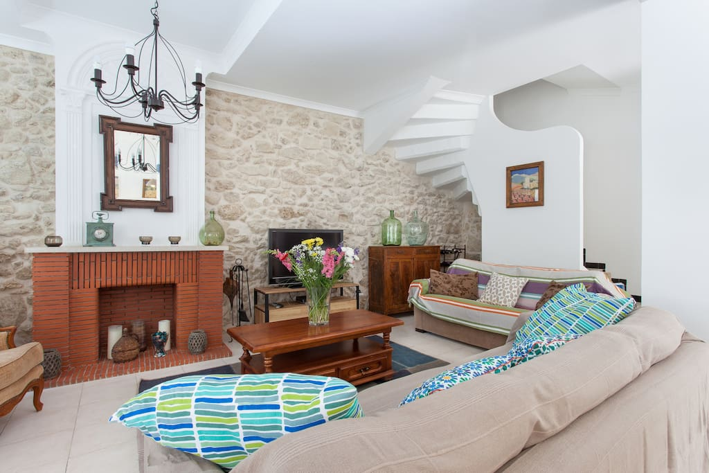 Bright and comfortable living room - with A/C