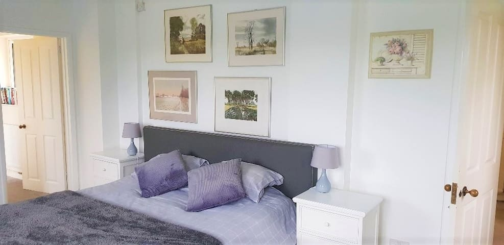Stunning views/Private accommodation  in a house/