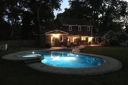 Charming Hudson Valley Home w/seasonal pool & spa