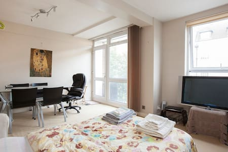 Large flat in heart of Bloomsbury