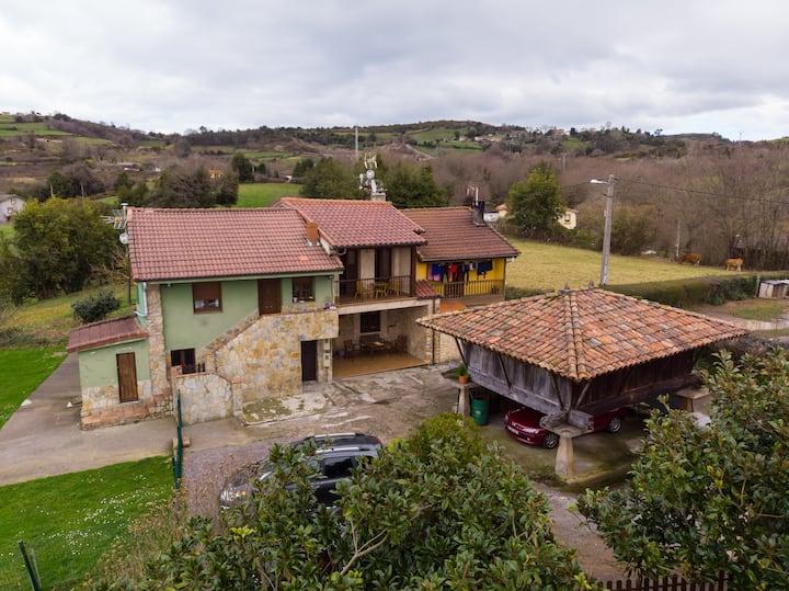 """Townhouse """"La Casina de Cués"""". centro de Asturias"""