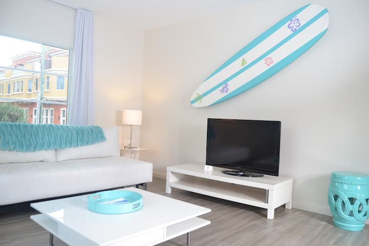 Aqua One Bedroom + sofabed