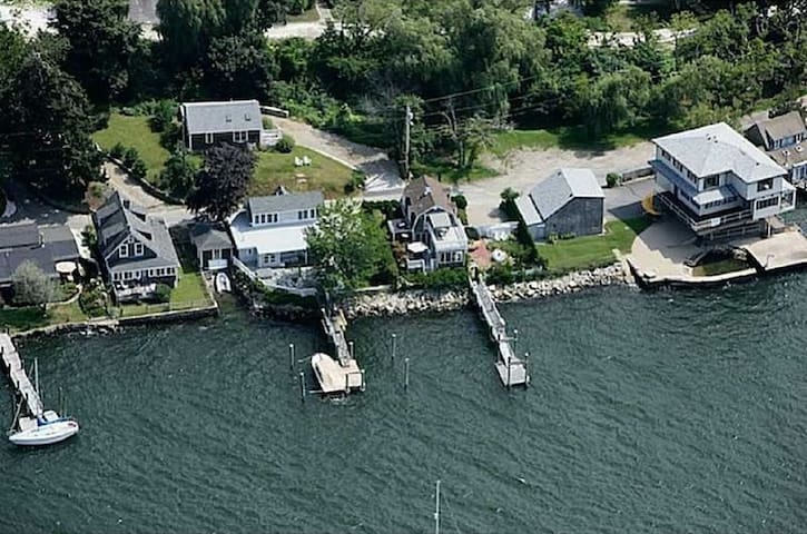 Waterfront Home with Private Dock and Mooring - Tiverton - Casa