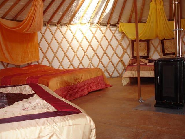 Grande Yourte louée en gîte d'étape 5 à 8 hôtes - Salignac-sur-Charente - Yurt