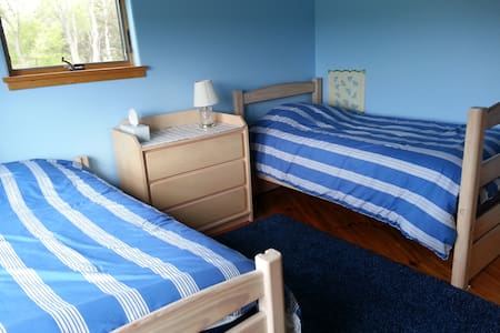 Tenwood's Blue Twin Room - Ithaca - Inap sarapan