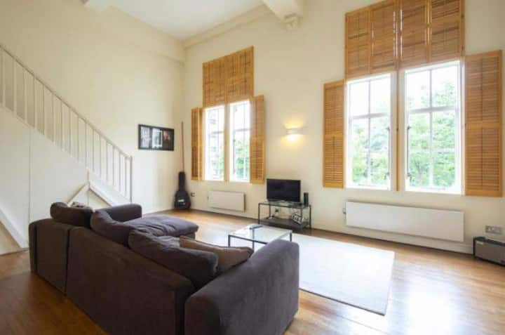 Large one-bed  London Flat (20mins to Central)