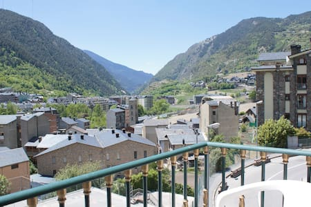 Encamp . Andorra WIFI centrico tranquilo vista sol