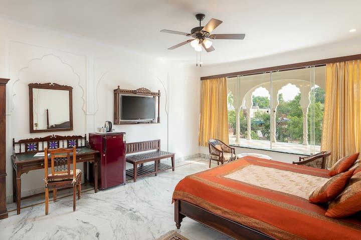 Maharaja Suite + free pick up !