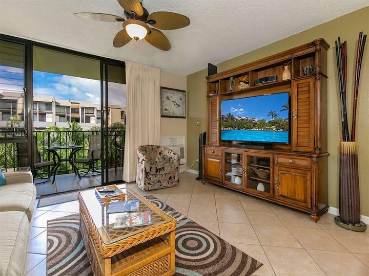 Bright Island-Style Suite w/WiFi, Modern Kitchen, AC, Lanai–Kamaole Sands 9208