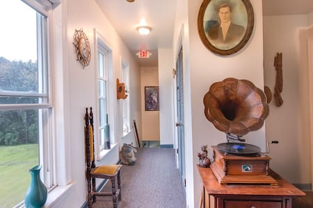 Take A Pebble Apartments Apt#4 (1 Bedroom)