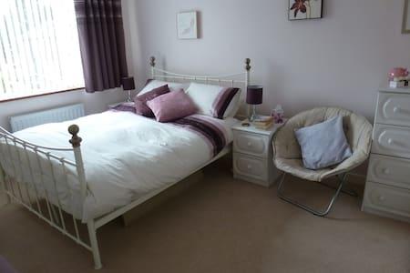 Kenilworth spacious double + lounge - Kenilworth