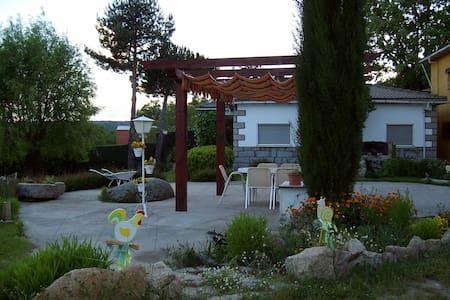 Casa en Gredos con Jardín privado - Hoyocasero - Rumah