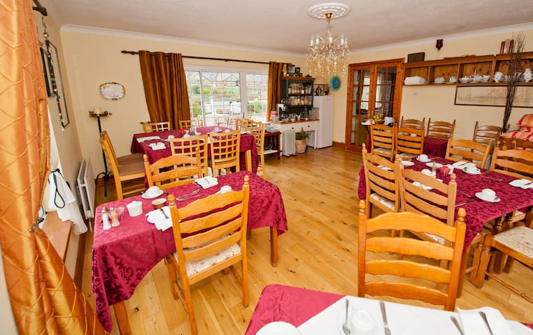 Bunratty Castle Mews Guesthouse - County Clare - Appartement