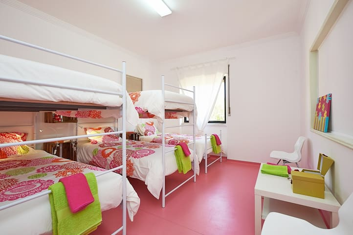 THE COMMUNITY SURF HOSTEL ERICEIRA shared room 6