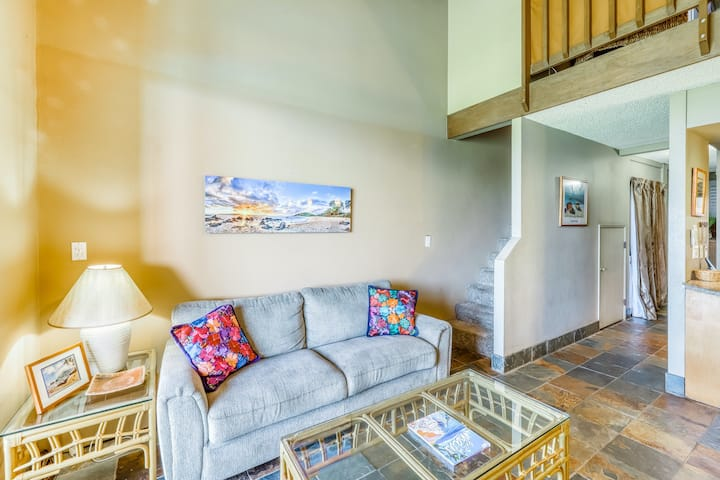 Oceanfront condo w/shared hot tub/pool/tennis - 100 yards to beach