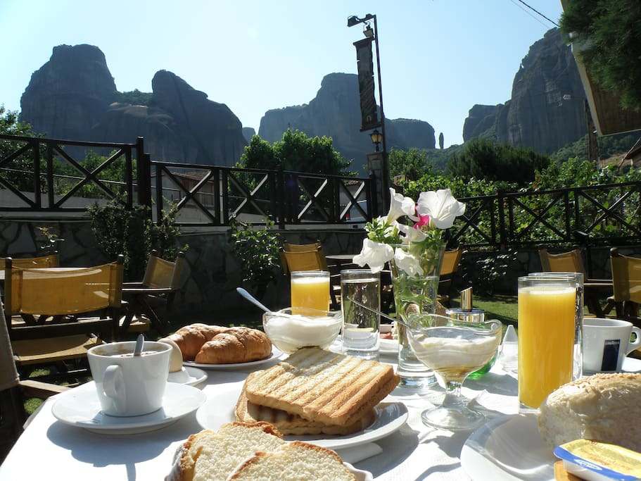 Breakfast Garden Meteora view