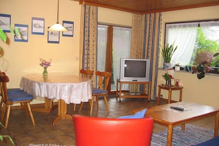 2 room apartment with balcony for 4 persons in quiet location with balcony, Wifi; parking garage available