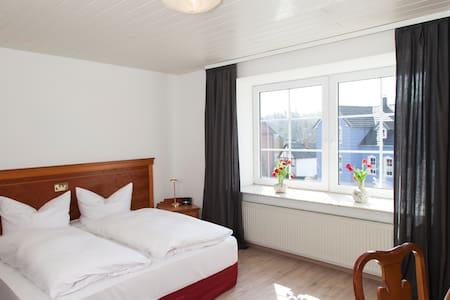 Hotel Goslarer Strasse - Gæstehus
