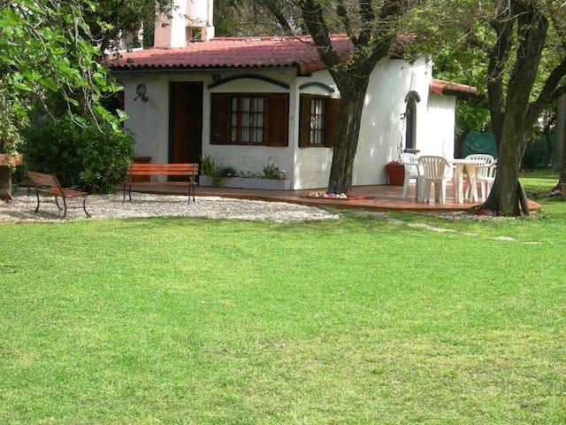 Casa Quinta en Parque Leloir 5amb - Udaondo - Talo