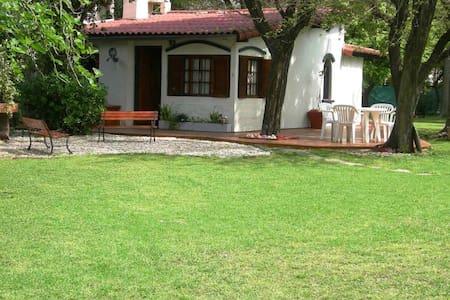 Casa Quinta en Parque Leloir 5amb - Udaondo
