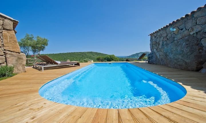 Pretty sheepfold with heated swimming pool at 1 km from Santa Giulia.