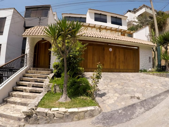 Relax in spacious home with pool, bbq, terrace