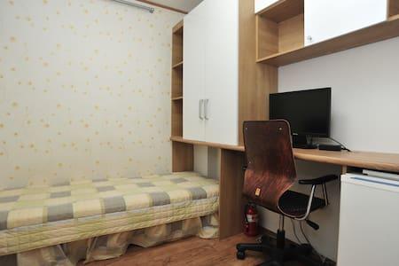 Singleroom with shared Bath(3)