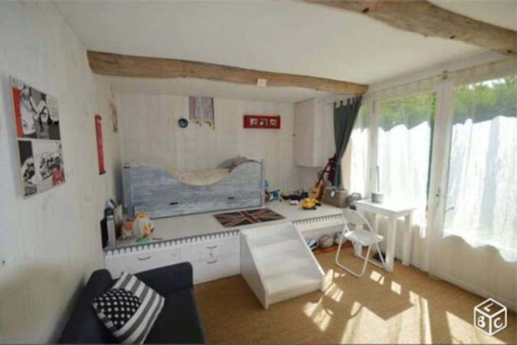 Chambre chez l 39 habitant piscine houses for rent in for Chambre 18m2