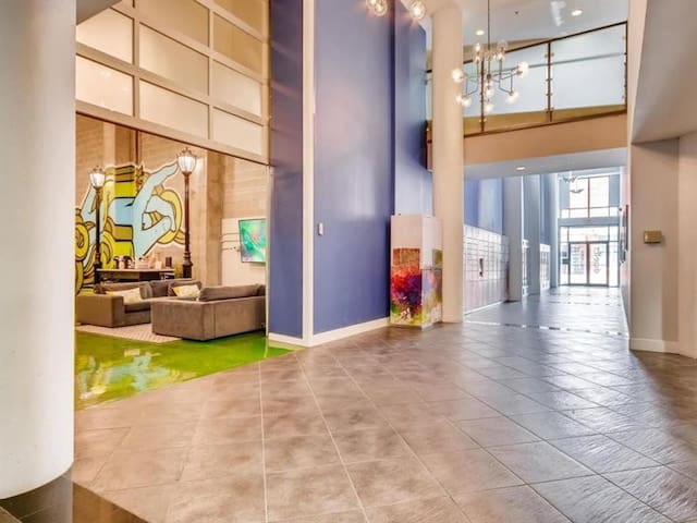Spacious condo near GWCC, World of Coke, Aquarium