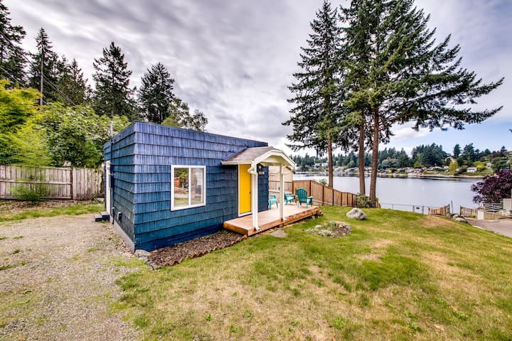 Quiet Lakefront Tiny Home