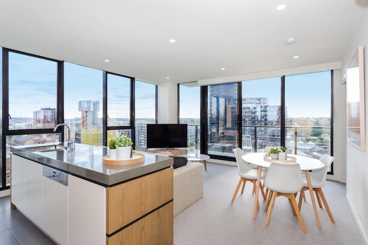 Central South Yarra 2bed 2bath + City Views