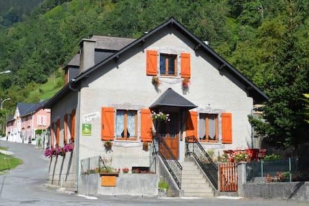 Maison au pied de la montagne - Laruns
