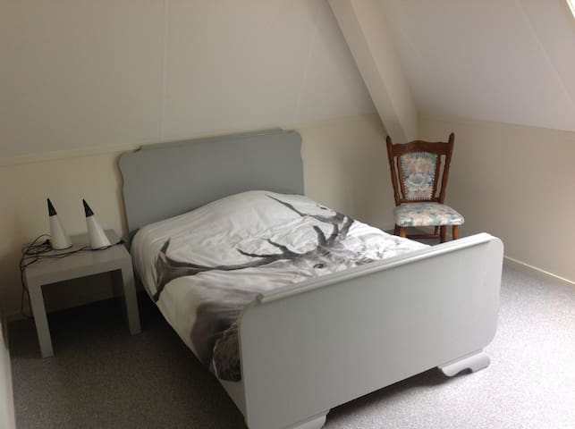 Little apartment sleeps 3 p., 2 rooms w.bathroom. - Hinnaard - Huis