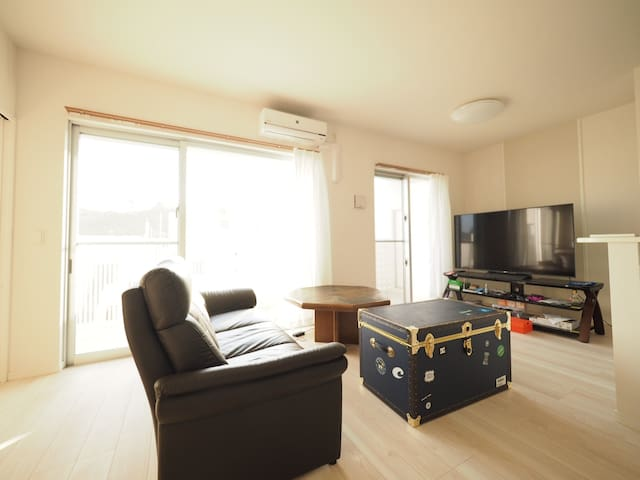 10-MIN WALK to A-VILLAGE & NIGHTLIFE, FREE Wi-Fi - Chatan-chō, Nakagami-gun - Apartment