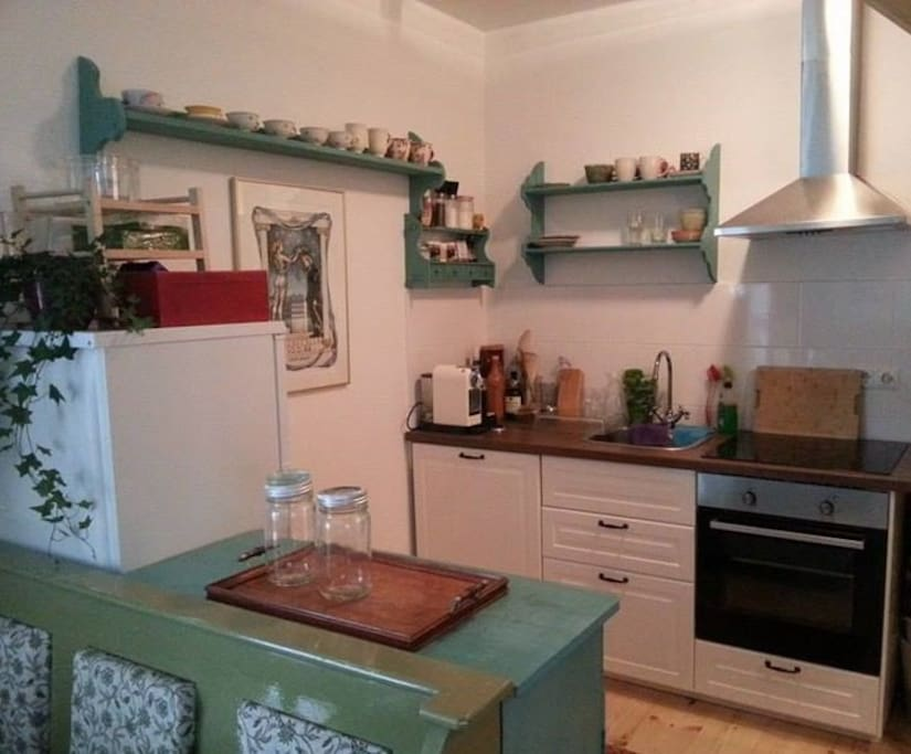 Charming, well-equipped kitchen with espresso-machine and dishwasher