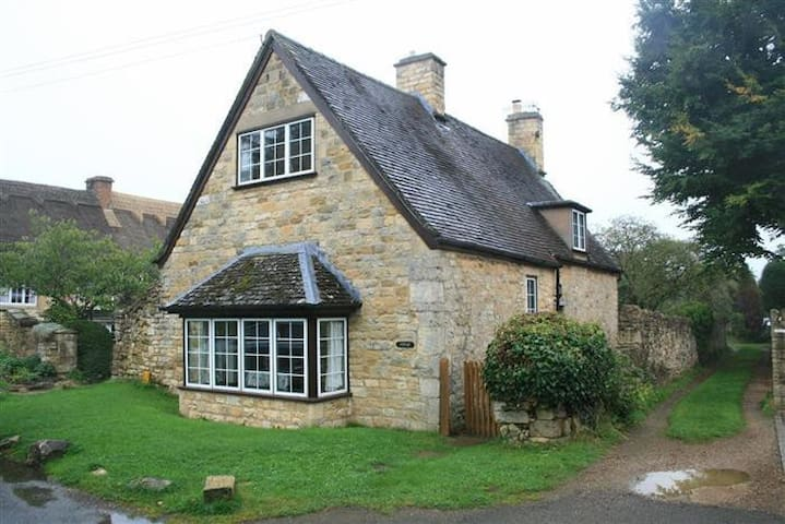 Campden Cottage, Chipping Campden. - Back End - Hus