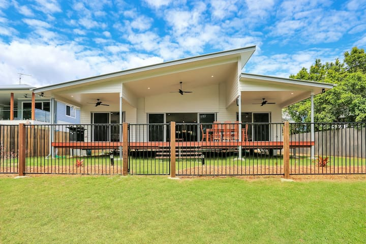Kingfisher House - Beachfront Toogoom, QLD
