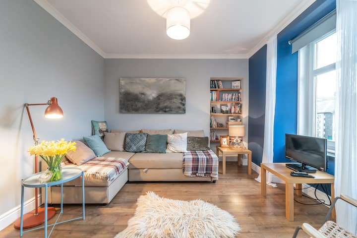 Cosy, pet friendly central flat, with bike storage