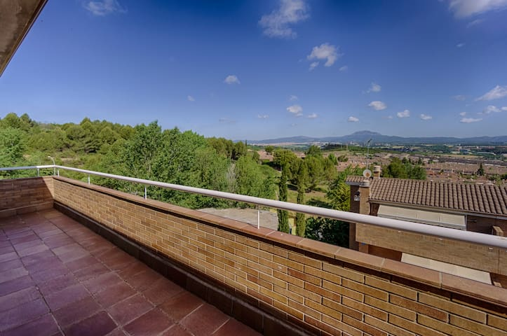 Comfortable house,quiet environment - Sant Quirze del Vallès - House