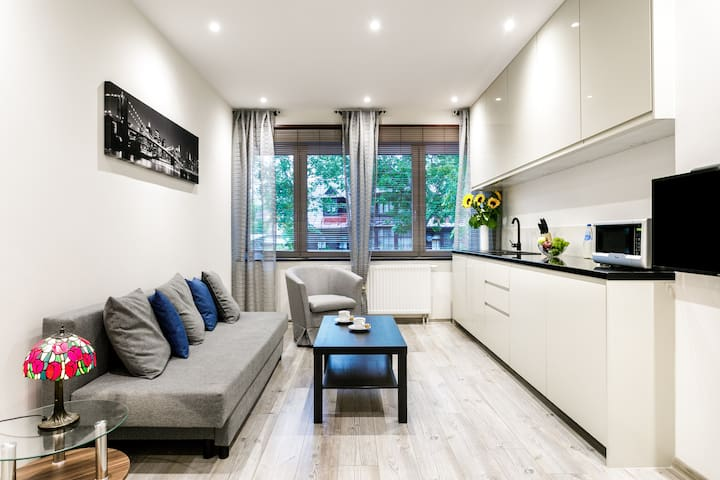 Bright and Modern ☛ In Perfect Location ★