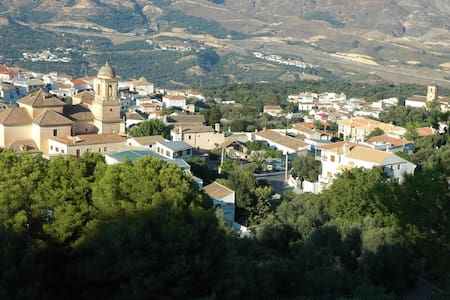 Charming village, great views, pool - Pinos del Valle - Huis