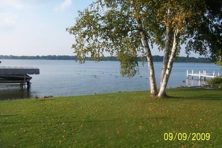 Funky Lake & Fishing Cottage - Delavan - House