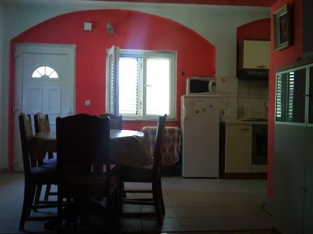 Apartment 2+3, near beach, 35-55 E