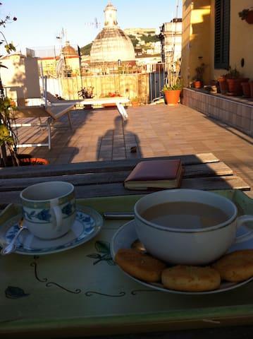 breakfast outdoors